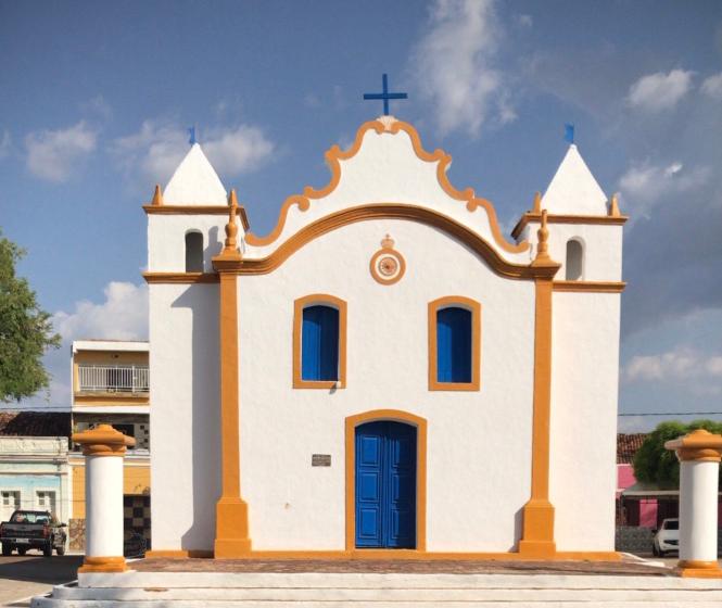Igreja do Rosário. Construída em 1792. Foi a única construção que restou da fazenda que deu origem à cidade de Floresta. Foi também onde os pais de Lampião se casaram.Localizada no município de Floresta. Sertão de Pernambuco.
