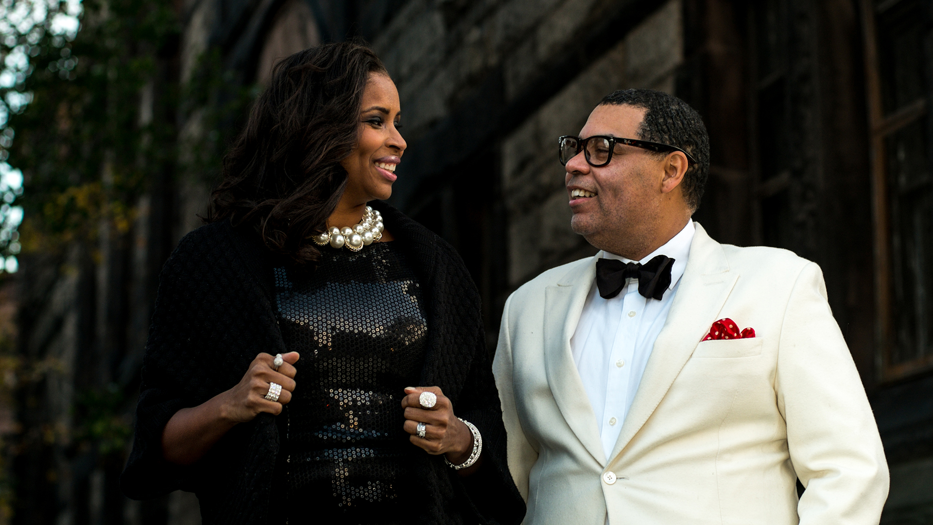 No amor e nos negócios, Guy Wood em estilo de gala com sua esposa Sharene