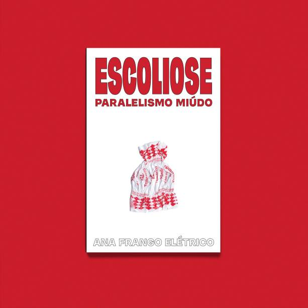 Seu primeiro livro de poesias, Escoliose: paralelismo miúdo, com gravuras e ilustrações de sua autoria