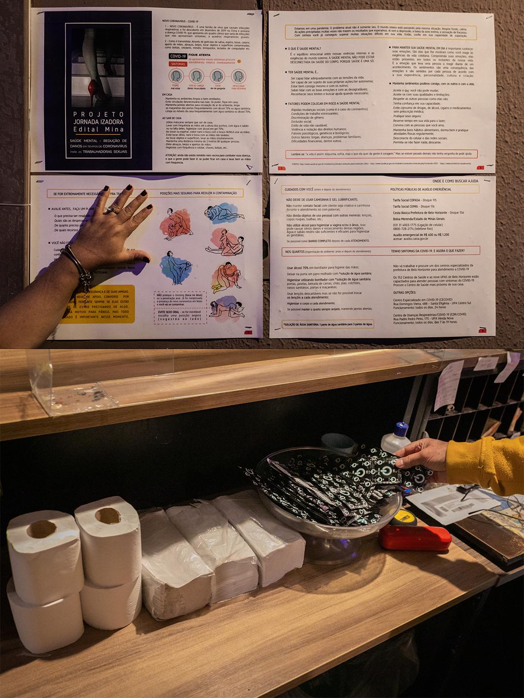 No início da pandemia, o Clã das Lobas ajudou a produzir uma cartilha com dicas de assepsia e de posições sexuais que ajudam a reduzir o risco de contágio por coronavírus. Nos corredores do Hotel Magnífico, na famosa Rua Guaicurus, os lembretes sobre o cuidado com a saúde estão por todos os lados. O proprietário do hotel, Flavio Dornas, autorizou a sessão de fotos que você vê nesta reportagem –