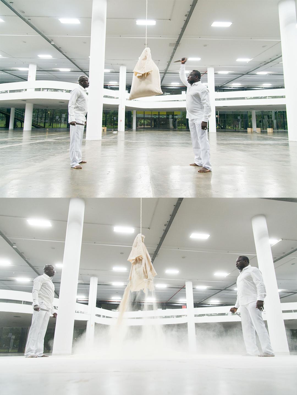 Performance [A] LA FLEUR DE LA PEAU durante a<br />abertura da exposição Vento, parte da 34ª Bienal de São Paulo
