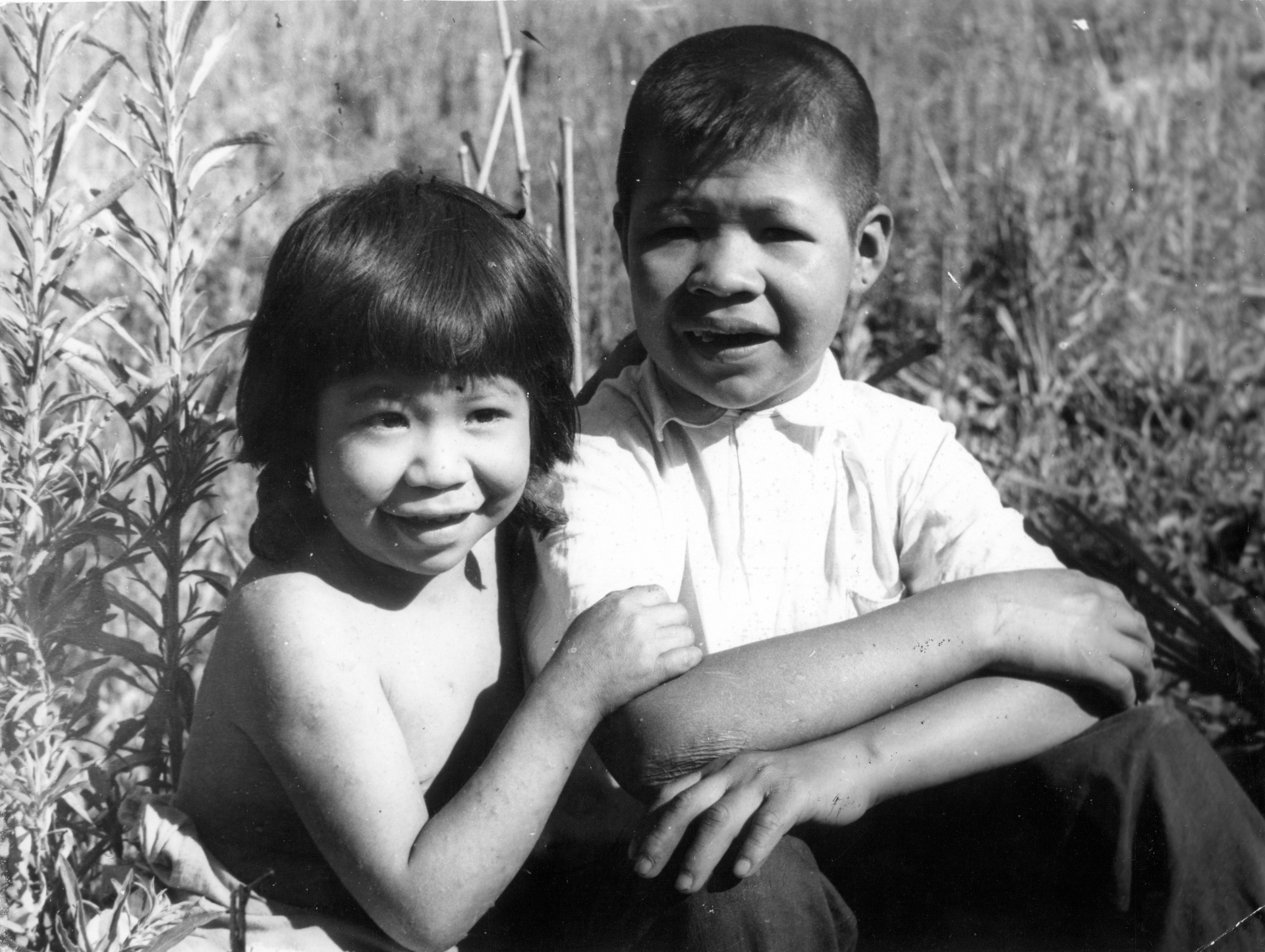 Os irmãos Xetá Ã e Kaiuá em registro da 2º expedição científica e de contato, novembro de 1955